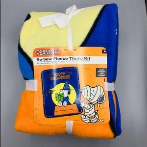 Peanuts Halloween No Sew Fleece Throw Kit